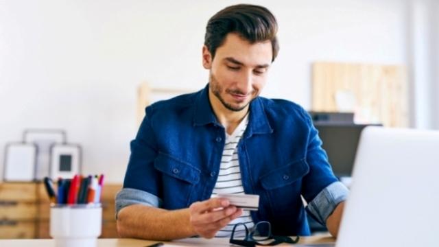 Trei din zece salariați spun că peste 45% din salariul lunar se duce, în mod obişnuit, pe datorii