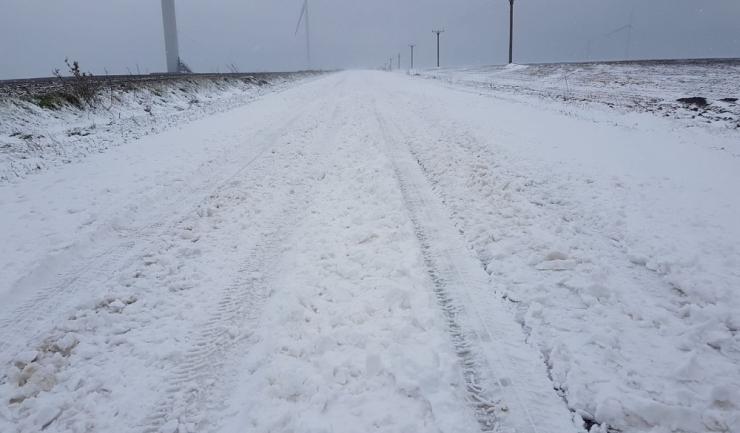 Așa se prezenta, vineri, drumul județean care leagă localitățile Cogealac și Grădina (sursa foto:Facebook)