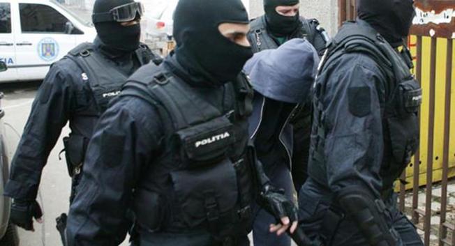 Grup periculos de proxeneți, destructurat la Constanța