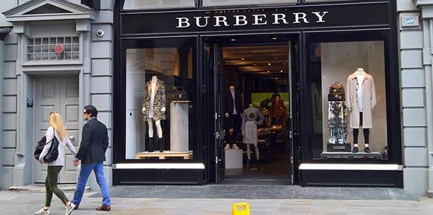 Burberry a distrus produse de 30 milioane lire, în loc să le vândă ieftin, ca să protejeze exclusivitatea brand-ului