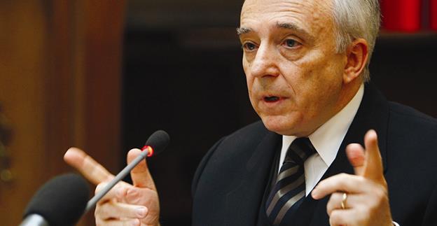 """Guvernatorul BNR, Mugur Isărescu: """"Nu putem avea dobânzi mici dacă nu reducem inflația și deficitele"""""""