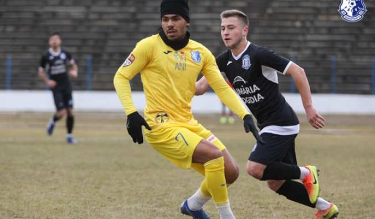 Baudoin Kanda (echipament galben) a înscris de două ori pentru Farul (sursa foto: Facebook FC Farul Constanța)