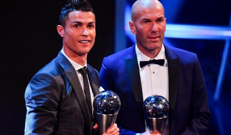Cristiano Ronaldo a primit pentru al doilea an consecutiv trofeul FIFA The Best, iar Zinedine Zidane a fost desemnat antrenorul anului (sursa foto: Facebook UEFA Champions League)
