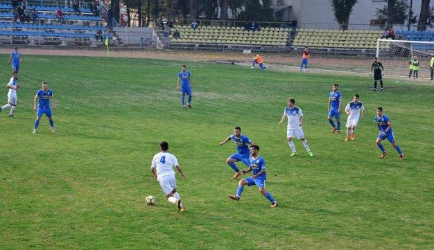 CS Medgidia (echipament alb) a primit golurile în primele zece minute ale meciului de la Slobozia (sursa foto: Facebook Clubul Sportiv Medgidia)