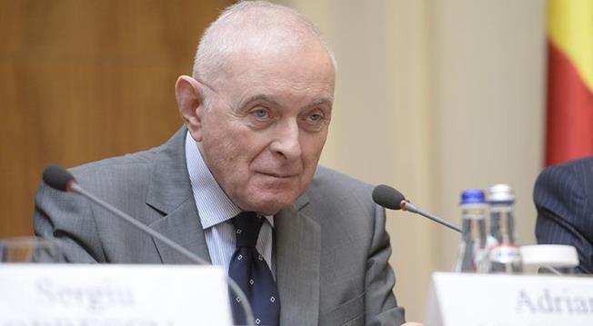 """Consilierul BNR Adrian Vasilescu: """"Nu vrem să limităm creditarea, dar nici nu permitem o creștere a supraîndatorării populației"""""""
