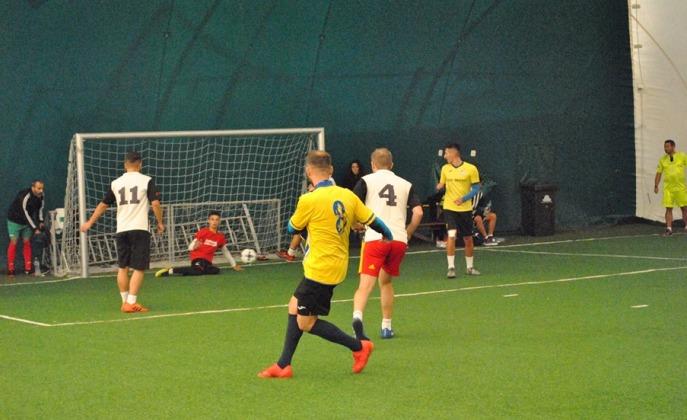 Arsenal Inel II (echipament galben-negru) a trecut şi de AG Constanţa (sursa foto: Facebook Campionatul de minifotbal Atletic Club)