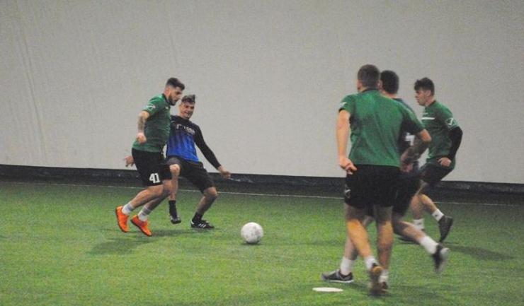 United Stars (tricouri verzi) s-a impus în confruntarea cu Inter Palas (sursa foto: Facebook Campionatul de minifotbal Atletic Club)