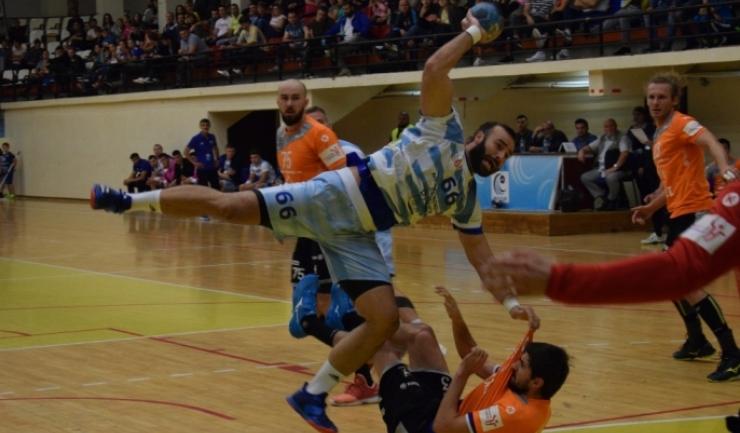 Marius Mocanu, pivotul echipei HC Dobrogea Sud Constanţa, a marcat patru goluri în meciul de sâmbătă