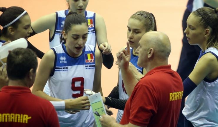 Cosmina Marinescu (numărul 9 pe tricou) este una dintre cele mai valoroase coordonatoare europene la categoria de vârstă sub 16 ani
