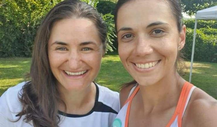 Monica Niculescu (stânga) a eliminat-o pe Raluca Olaru (sursa foto: Facebook Monica Niculescu)