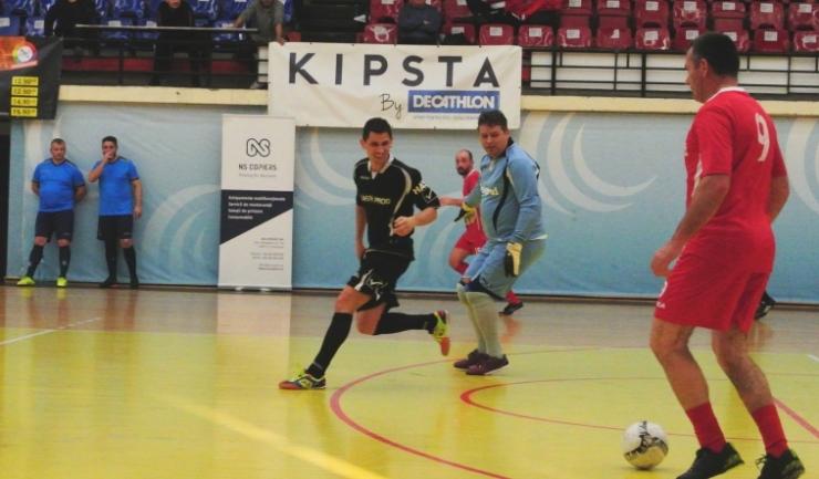 Ionuţ Tudoran (Vulturii Cazino Constanţa - echipament negru), aflat pe locul secund în ierarhia marcatorilor, a înscris de cinci ori în două meciuri disputate