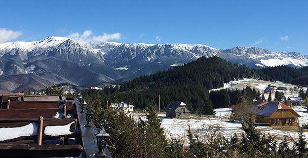 Vedere spre Munții Piatra Craiului, de la cabana Plaiu Foii, Brașov