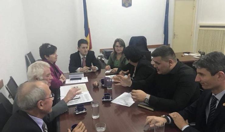 Deputatul PSD George Vișan (primul din dreapta) a avut o serie de întâlniri cu numeroși reprezentanți ai Ligii Navale Române în vederea reparării unei inechități produse personalului navigant maritim