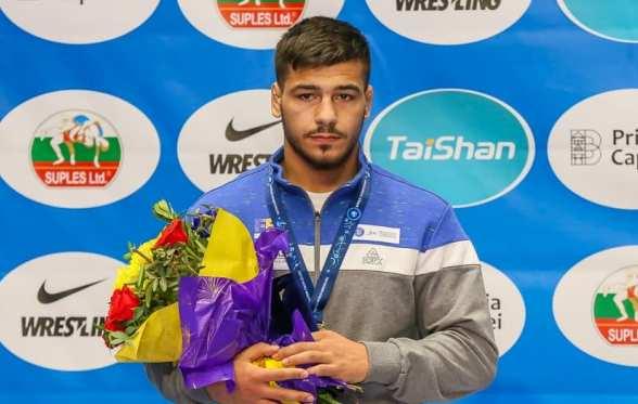 Nicu Samuel Ojog a cucerit medalia de argint la categoria 82 de kilograme (sursa foto: Facebook Federatia Romana de Lupte (FRL)