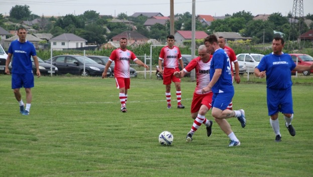 Voinţa FCS Old-Boys 2017 Săcele (echipament albastru) a obţinut victorii categorice în ultimele două etape