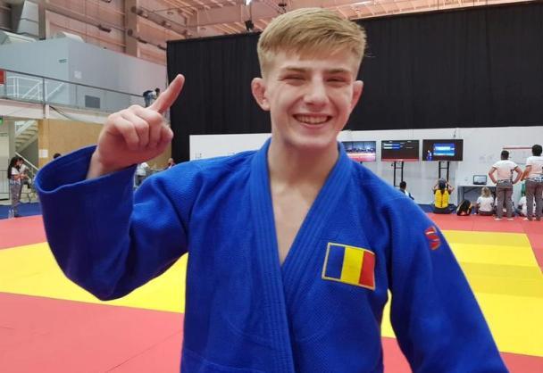 Judoka Iosif Şulcă a adus prima medalie de aur delegaţiei tricolore la JOT 2018 (sursa foto: Facebook Comitetul Olimpic si Sportiv Roman)
