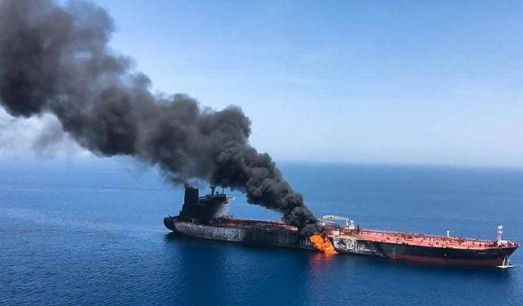 Două petroliere, unul norvegian şi altul japonez, au fost atacate joi dimineaţă în Golful Oman, la intrarea în Golful Persic, în contextul tensiunilor dintre SUA şi Iran