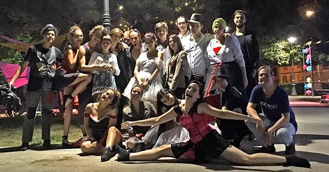 """Teatrul independent pentru tineri, în cea mai pură formă a sa: Trupa """"AICI"""""""