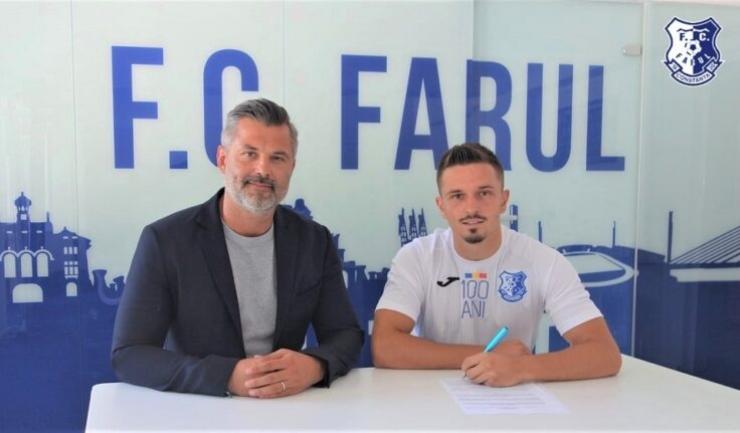 Tiberiu Curt, manager FC Farul, şi Dan Panait (sursa foto: www.fcfarulconstanta.ro)