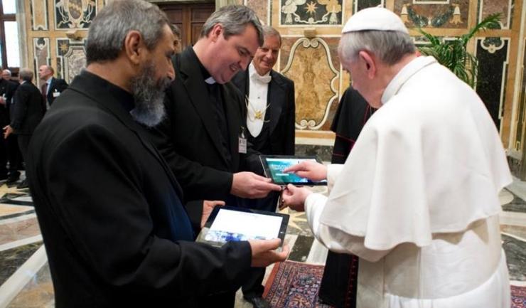 Peste 40 de milioane de persoane urmăresc mesajele transmise de papă pe Twitter