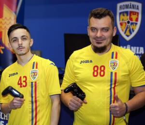 Adrian Urmă şi Cristian Radu (sursa foto: www.frf.ro)