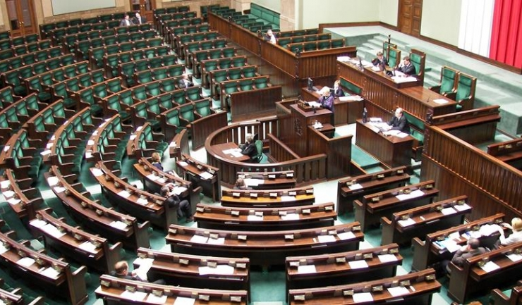 Parlamentul polonez încearcă să rescrie istoria printr-o simplă lege