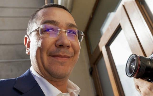 """""""Un om incapabil să construiască. Știe doar să distrugă"""", spune premierul Dăncilă despre Victor Ponta"""