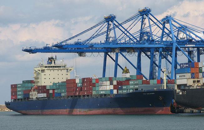 Portul Constanța Sud Agigea, paralizat?! Transportatorii intră în grevă