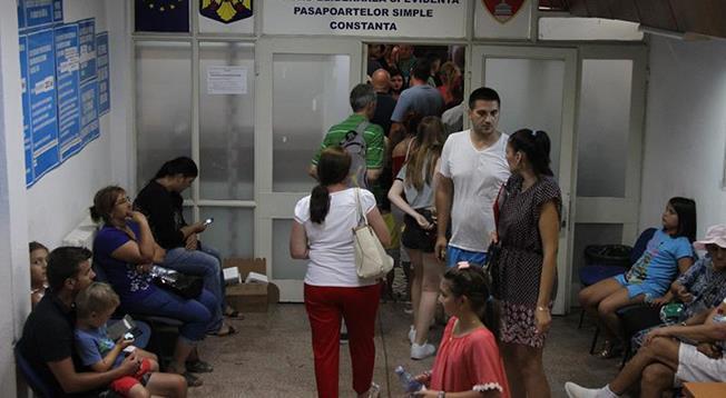 Pentru a evita aglomerația de la Serviciul de Pașapoarte, vă puteți programa online pe site-ul www.epasapoarte.ro