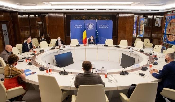 Întrevederea premierului Florin Cîțu cu reprezentanții Organizației Patronale a Hotelurilor și Restaurantelor din România, foto: gov.ro