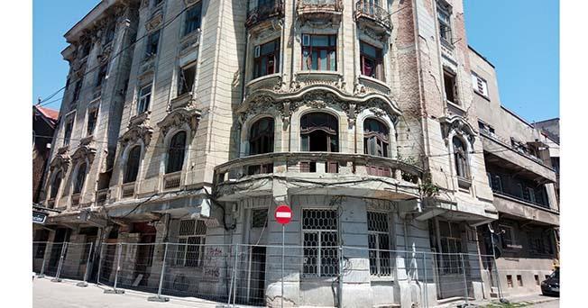 Casa Embiricos a găzduit încă de la început birourile celebrei firme de navigație a fraților greci Leonidas și Mihail Embiricos, cei care în 1914 au lansat prima linie transatlantică dintre Constanța și New York