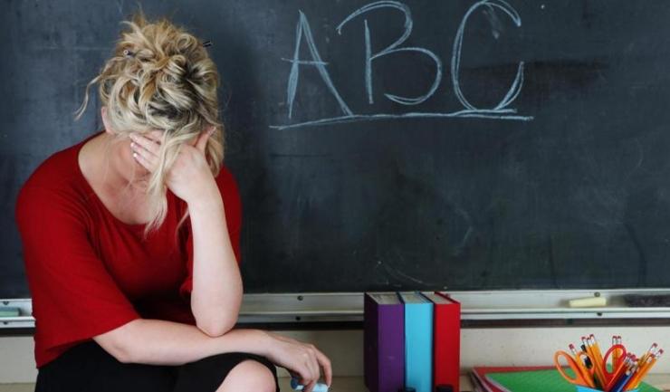 Conform unui studiu efectuat anii trecuţi pentru Ministerul Educaţiei, peste 70.000 de profesori români au fost, cel puţin o dată, jigniţi, ameninţaţi sau loviţi de către elevi ori părinţi