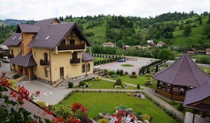 În ceea ce priveşte tipul unităţii de cazare, majoritatea românilor (42,6%) se îndreaptă spre pensiuni