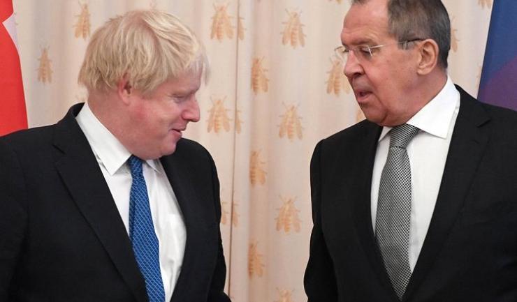 Ministrul britanic al afacerilor externe, Boris Johnson şi mnistrul afacerilor externe rus, Serghei Lavrov, au început să se dueleze în declaraţii şi acuzaţii cu iz de propagandă