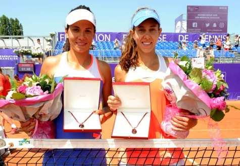 Raluca Olaru şi Mihaela Buzărnescu au câştigat finala după două seturi identice (sursa foto: Facebook)