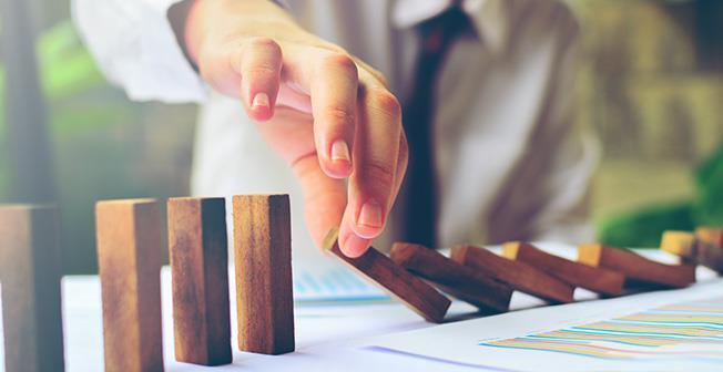 UniCredit anticipează o încetinire a economiei la 3,7% în 2018 și 3,3% în 2019