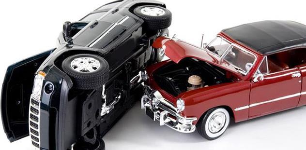 Se încing spiritele în asigurări și reparații auto. Motivul - polița RCA și tarifele din service-uri