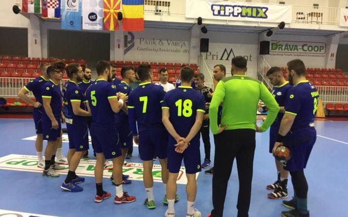 Handbaliştii constănţeni au efectuat vineri seară un antrenament în sala care va găzdui meciul de sâmbătă (sursa foto: www. hcdobrogeasud.ro)