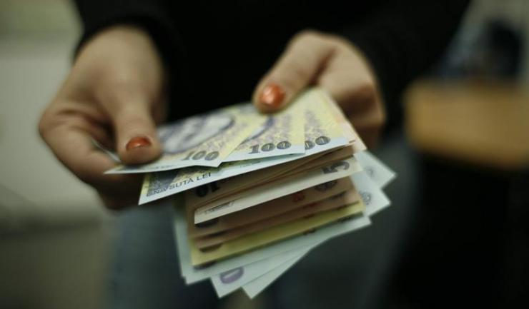 Salariul mediu net a crescut cu trei lei, în februarie, la 2.487 lei