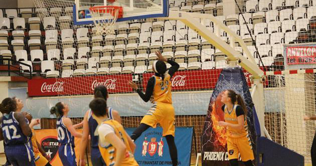 Phoenix Constanța (tricouri galbene) a suferit prima înfrângere pe teren propriu în acest campionat