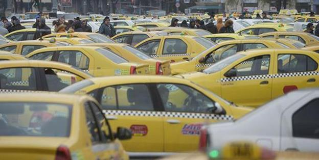 În ultimii patru ani, numărul licențelor de taxi a crescut cu 4%, iar veniturile firmelor de taximetrie a urcat cu 11%, în ciuda exploziei serviciilor de ridesharing și aplicațiilor mobile (Uber, Clever etc)