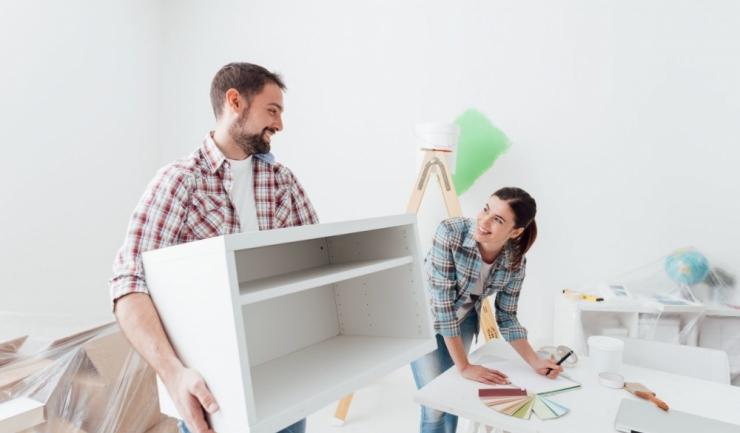 80% dintre românii care vor să contracteze un credit vor folosi banii pentru renovarea locuinței sau achiziția unei mașini