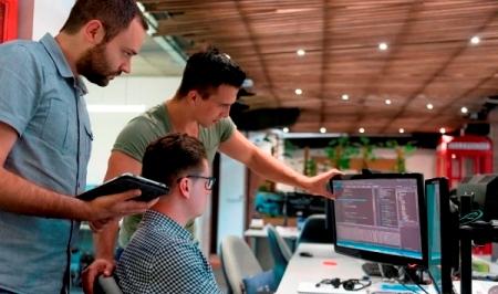 Segmentul IT oferă cele mai bune salarii din România, peste banking, avocatură și asigurări