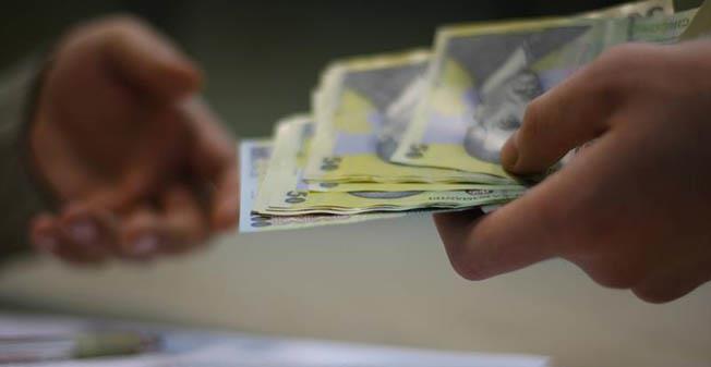 La finele săptămânii trecut, ministrul Finanțelor, Eugen Teodorovici, a admis că nu-i normal ca la stat să fie salarii mai mari decât în mediul privat