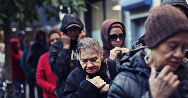 Circa 25% dintre români au între trei și cinci probleme economice, potrivit INS