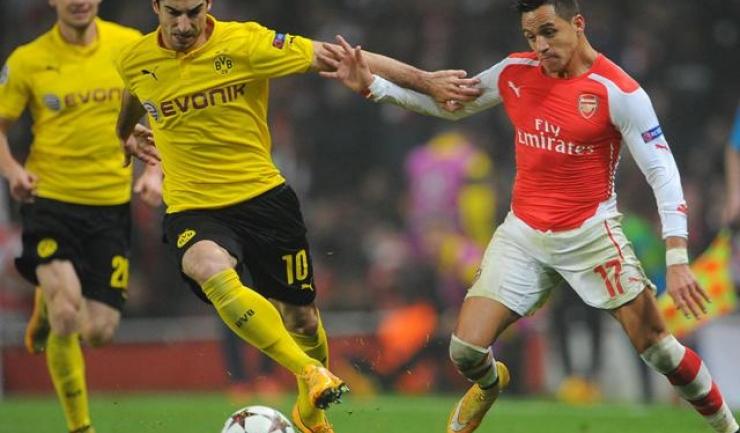 Duel între Alexis Sanchez și Henrih Mkhitaryan pe vremea când armeanul (tricou galben) evolua pentru Borussia Dortmund