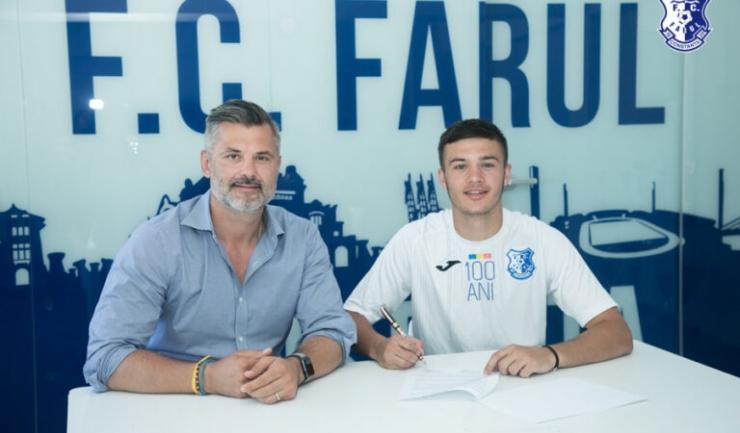 Tiberiu Curt, managerul FC Farul, şi Vlad Şerbănescu (sursa foto: www.fcfarulconstanta.ro)