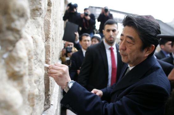 Premierul Japoniei, Shinzo Abe, la Zidul Plângerii