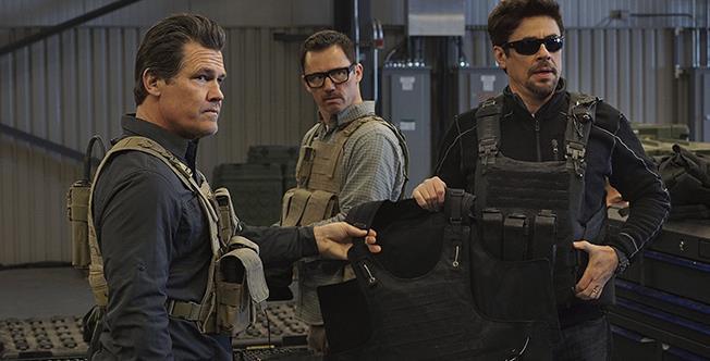 Alejandro și Matt Graver se întorc în Mexic, cu gânduri nu tocmai pașnice, în Sicario 2: Day of the Soldado