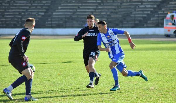Vasile Şicu (echipament alb-albastru) a marcat golul formaţiei din Medgidia (sursa foto: Facebook Clubul Sportiv Medgidia)